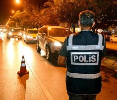 gece yarısı polis her yeri arıyor ile ilgili görsel sonucu