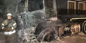 İki tırı ve mescidi küle çeviren yangının arkasından bunalıma giren sürücü çıktı